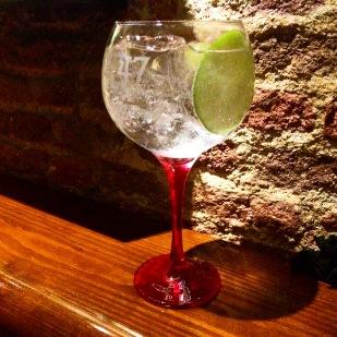 Gin Tonic en el bar 47